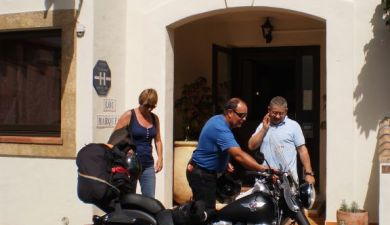 H tel sp cial motard et cycliste en camargue h tel lou for Hotel avec garage moto